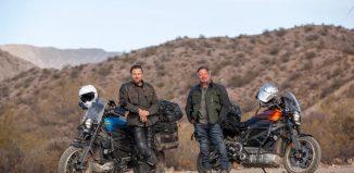 Ewan McGregor e Charley Boorman em 'Long Way Up' — Foto: Divulgação
